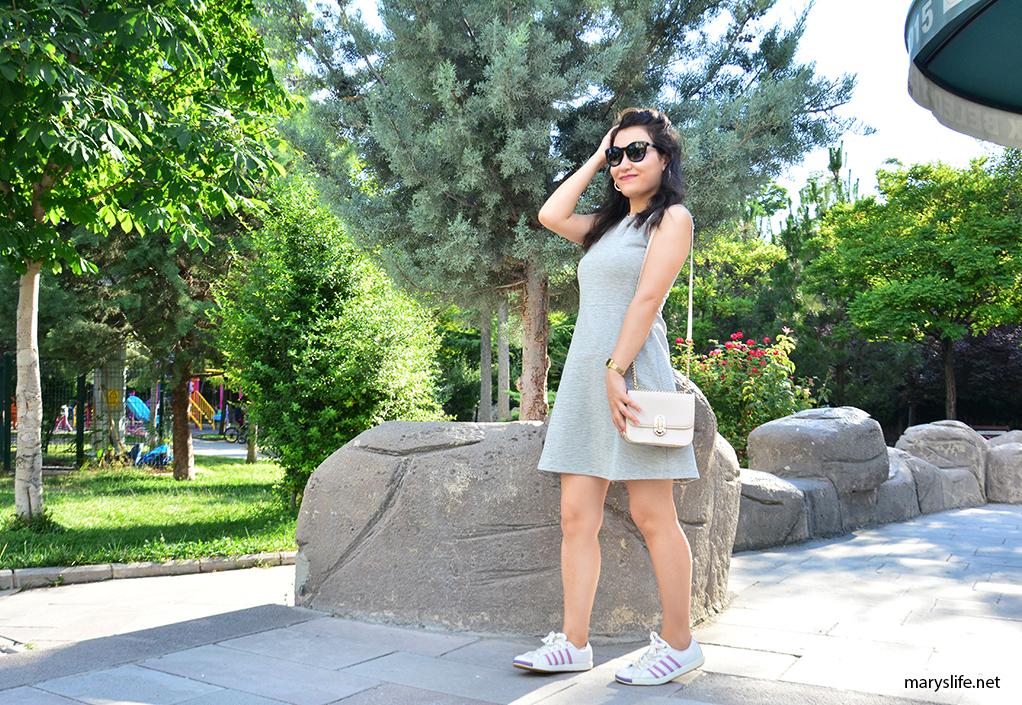 Yazlık Düz Gri Elbise Kombini