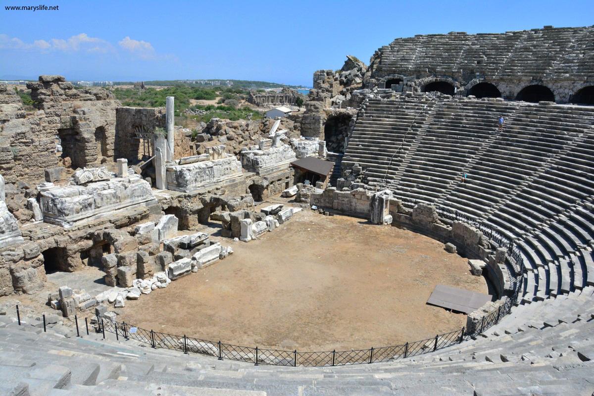 Side Antik Tiyatro Hakkında Bilgi