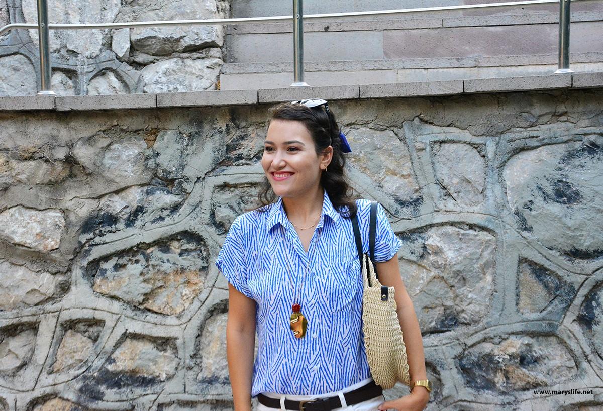 Mavi Gömlek Altına Ne Renk Pantolon Giyilir Bayan?