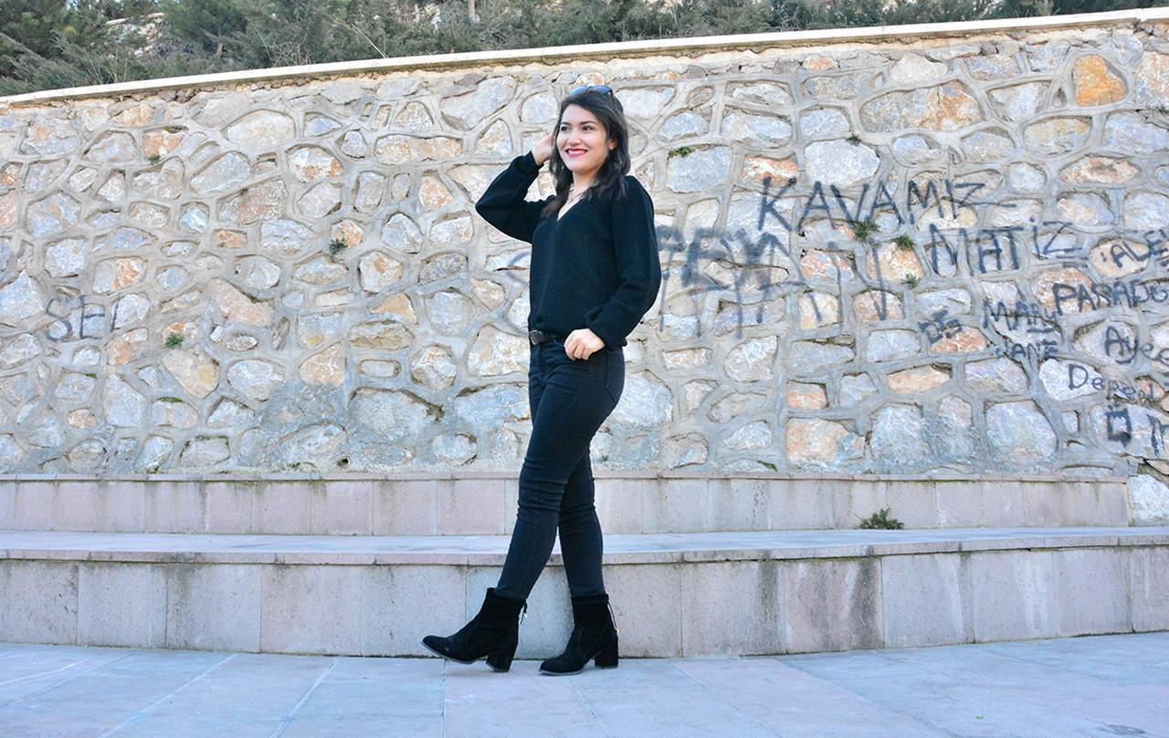 Siyah Keten Pantolonun Üstüne Ne Giyilir?