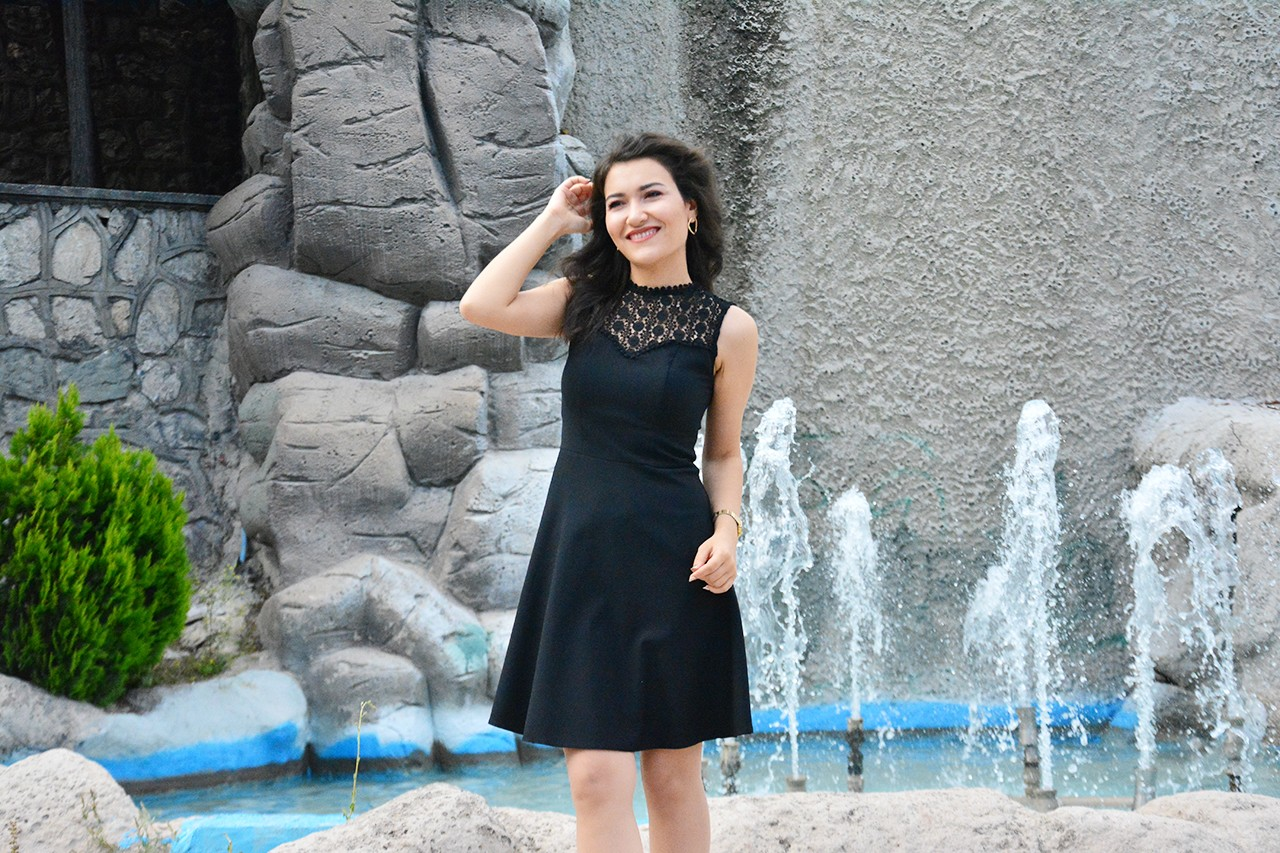 Siyah Dantelli Mini Elbise Modelleri