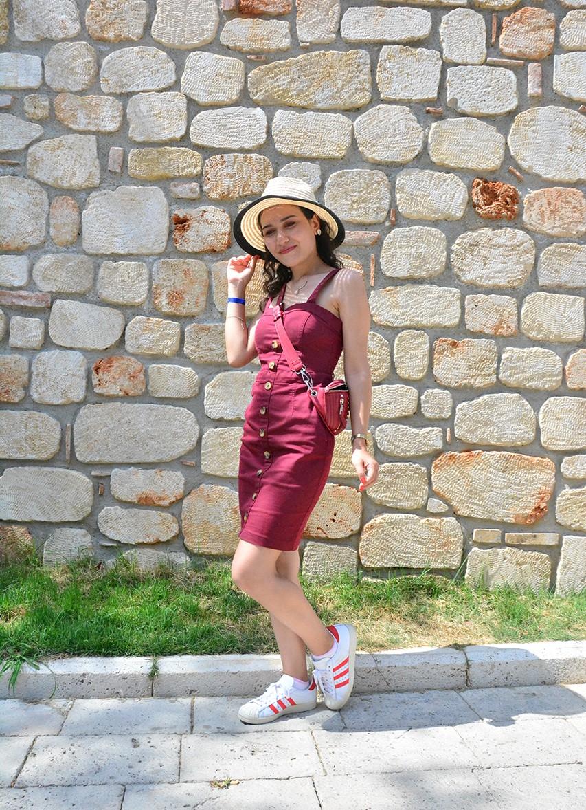 Bordo Elbiseye Hangi Renk Ayakkabı Gider?