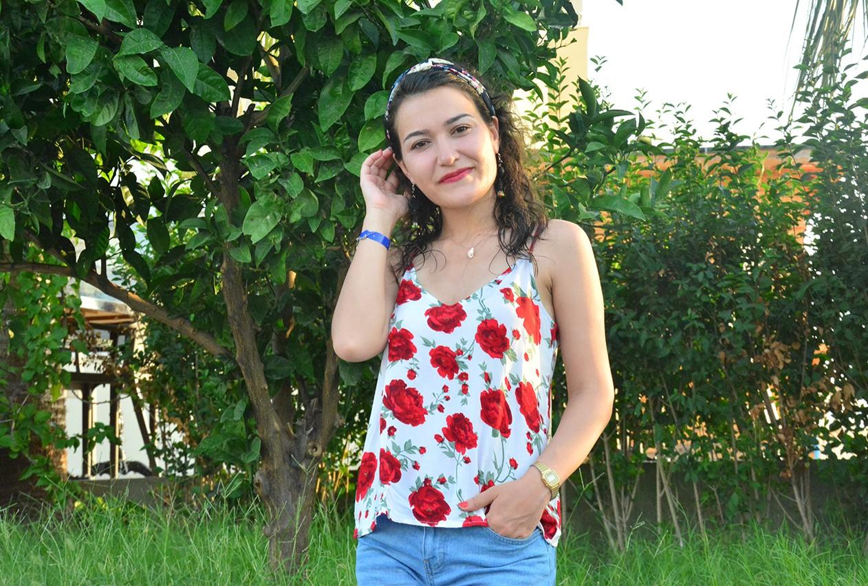 Kırmızı Çiçekli Bluz Modelleri