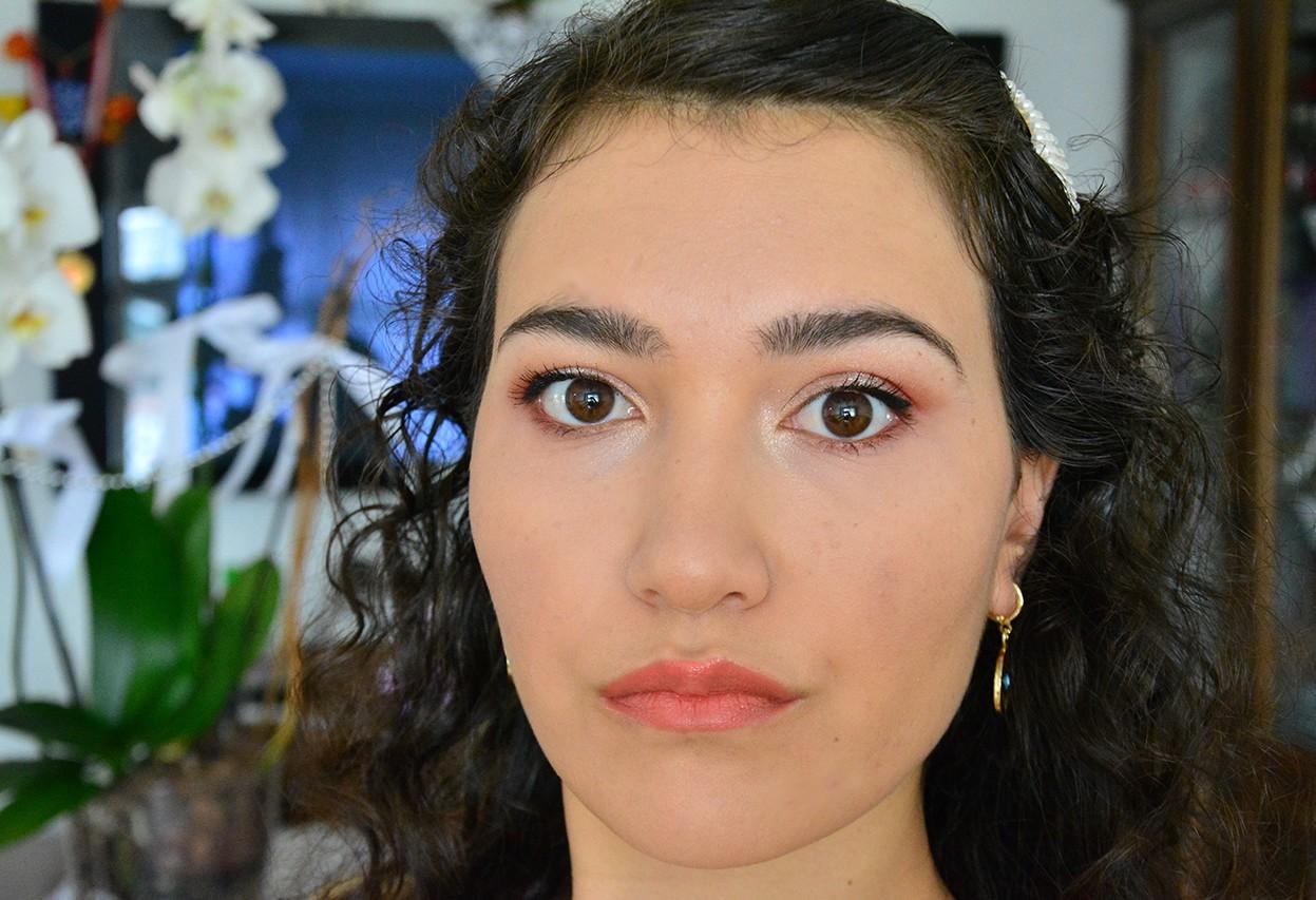 Siyah Göz Makyajı Hafif